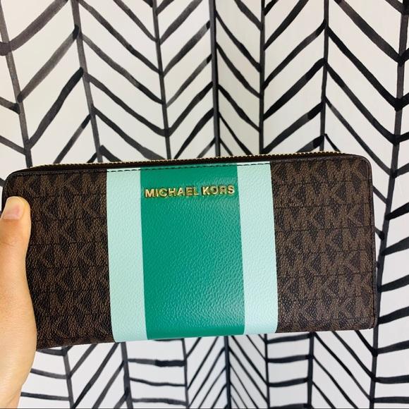 Michael Kors Handbags - 🔸 Michael kors jet set large continental wristlet